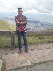 Kelvin Pérez -voluntario de la Universidad ULEAM.