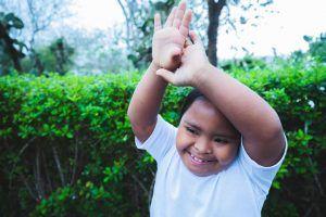 La felicidad en los rostros de muchos niños. Foto de Harry Morris
